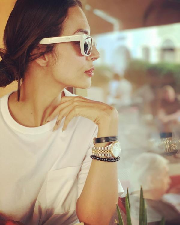 Malaika Arora poses as her 'in house photographer' captures, Arjun Kapoor's uncle teases the lovebirds
