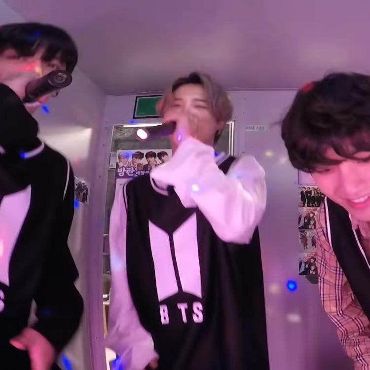 We also couldn't get over Jimin and Jungkook's soulful version of Winter Bear while V lovingly looked on.
