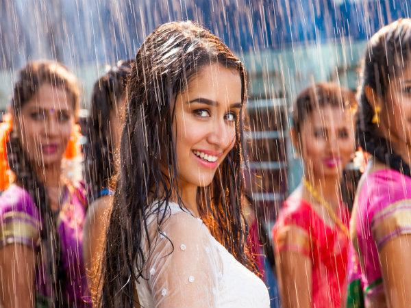 Screenshot of Shraddha Kapoor with glowing skin while shooting a rain sequence