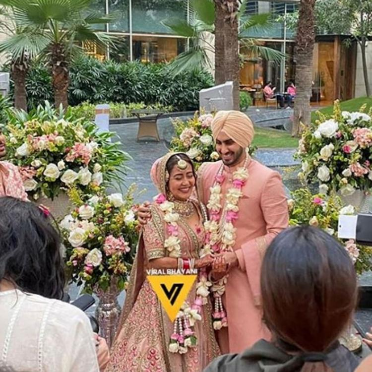 Neha Kakkar and Rohanpreet Singh pose as man and wife for the first time post their wedding; See Pic