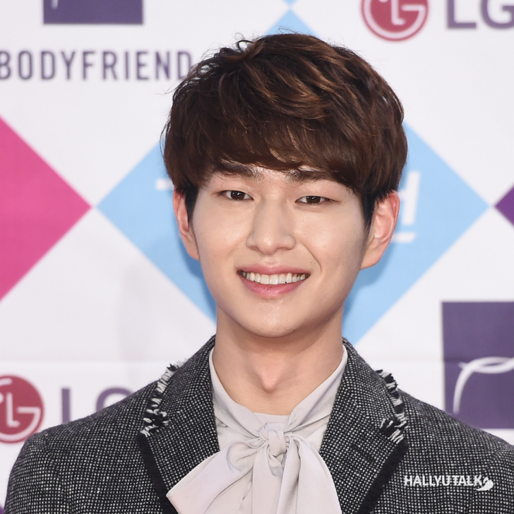 5 KPop idols whose ideal type is a woman with short hair ft. SHINee Onew, & others!