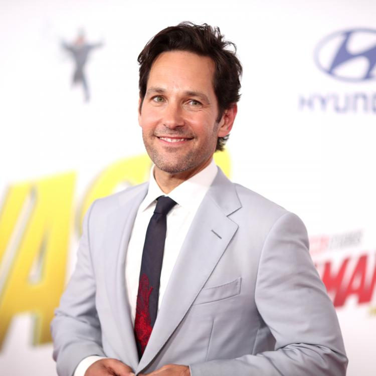 Paul Rudd braves monsoon to hand out cookies to early voters