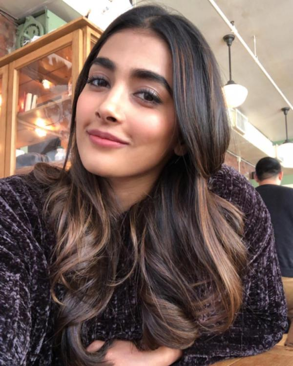 Pooja Hegde's Beauty Secret: Basic skincare tips to follow for flawless glow