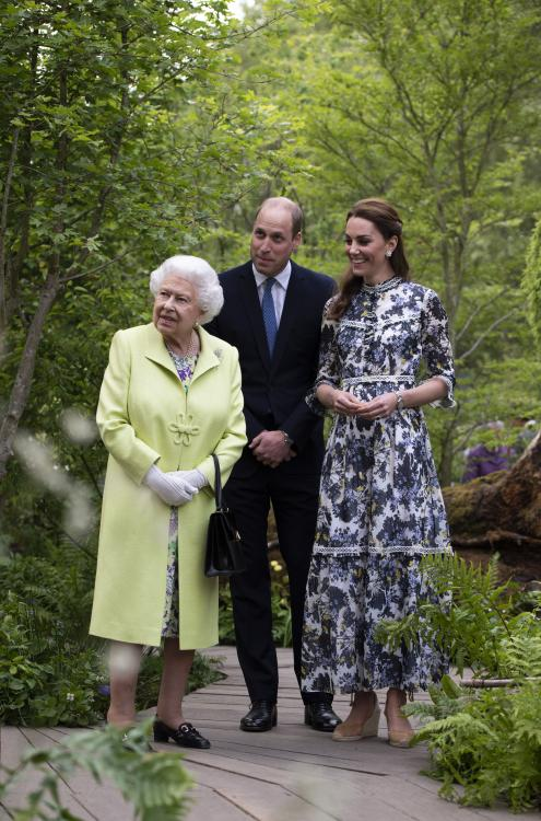 Queen Elizabeth II has reportedly praised Prince William and Kate Middleton numerous times for doing a wonderful job.