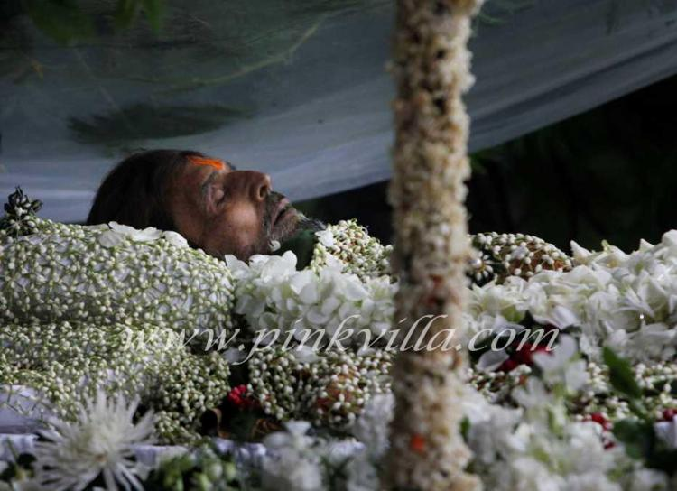 Rajesh Khanna's Funeral Procession and Last Rites Video ...