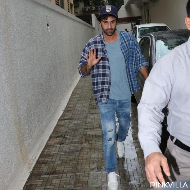 Ranbir Kapoor keeps it casual on a wednesday evening; See photos