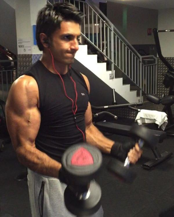 http://www.pinkvilla.com/files/styles/contentpreview/public/ranveer-gym-.jpg?itok=OvO1clW8