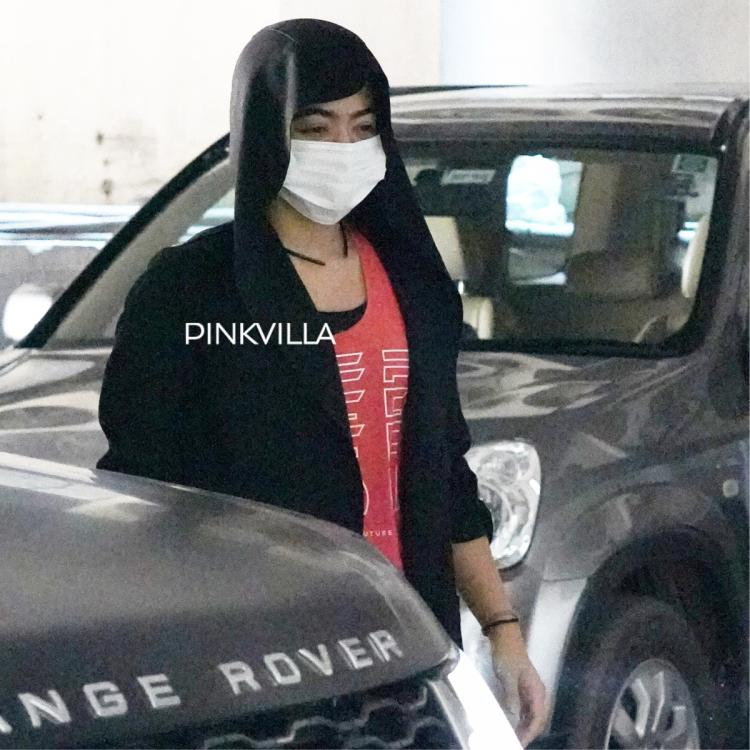 Rashmika Mandanna greets paps as she gets out of her swanky car and makes her way to the gym; See PHOTOS
