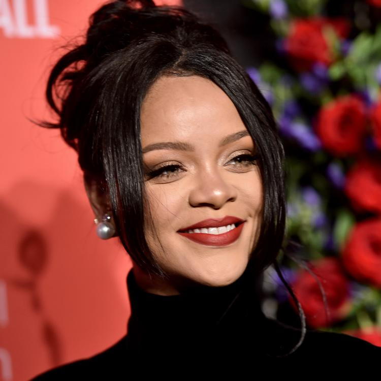 Rihanna's fans raise concern after singer SPOTTED with bruised forehead & injured face; Here's what happened