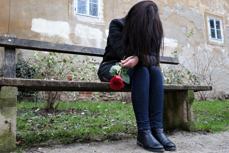 5 normal but WORST stages of getting over a breakup that every heartbroken person has gone through