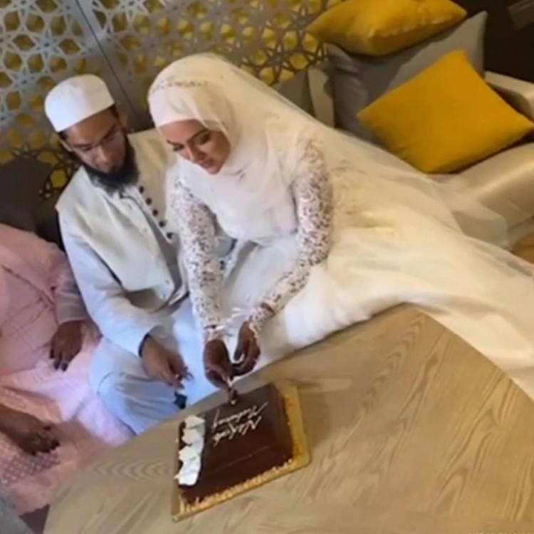 Bigg Boss 6's Sana Khan marries Mufti Anas after quitting showbiz; Looks like princess in a white bridal dress