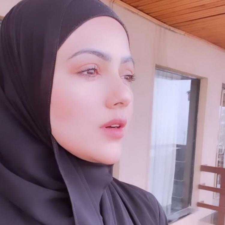 Newly wed Sana Khan enjoys her time with husband Anas Sayied in Kashmir; Gives a glimpse of her happy moments