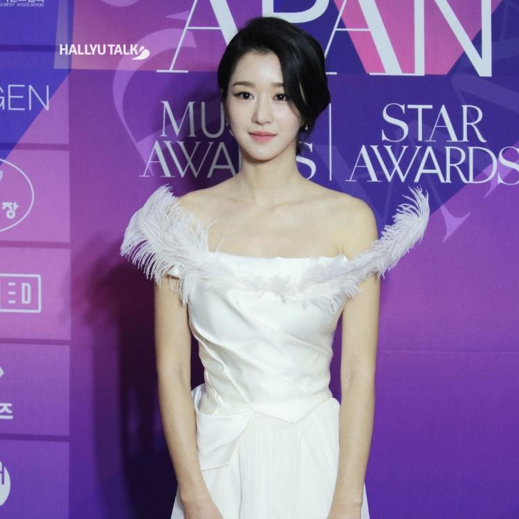 Seo Ye-Ji is taking a pose while attending the '7th 2020 APAN STAR AWARDS'