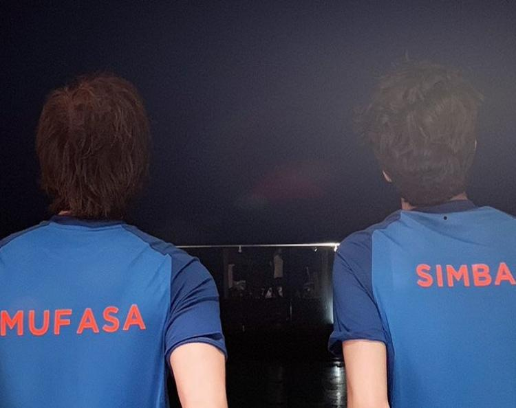 Shah Rukh Khan & Aryan Khan are excited for India & Pakistan's match with the spirit of Father's Day; See PIC