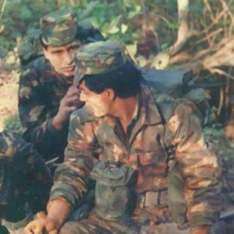 Shah Rukh Khan's rare BTS PHOTO from the sets of Fauji is sure to give you major nostalgic vibes
