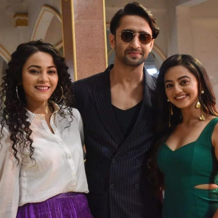 Shaheer Sheikh posing with Yeh Rishtey Hain Pyaar Ke co stars Kaveri and Helly will make you miss the show
