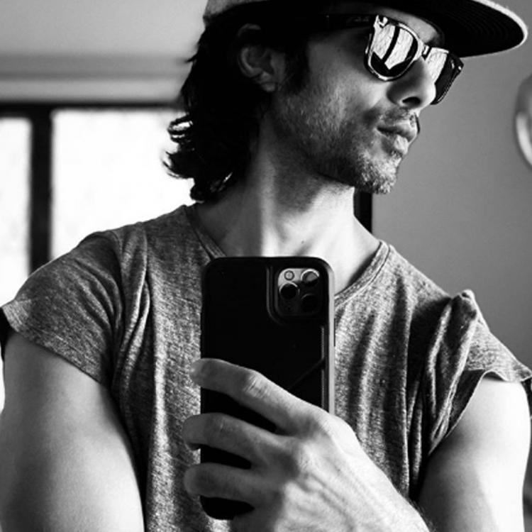 Shahid Kapoor is a sight to behold in his new monochrome pic as he poses in front of a camera; See Post