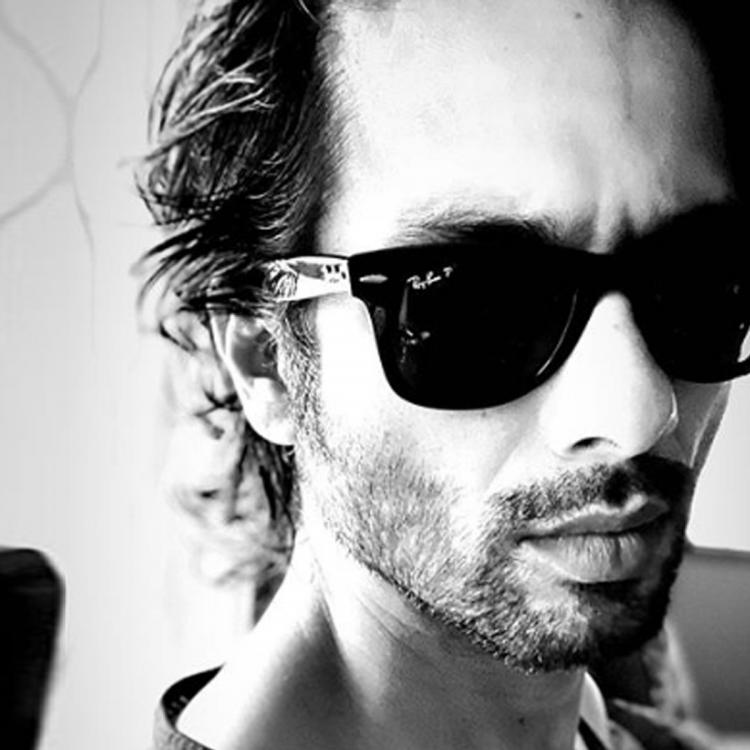 Shahid Kapoor kickstarts the week with a monochrome pic & his chiselled jawline will make you swoon