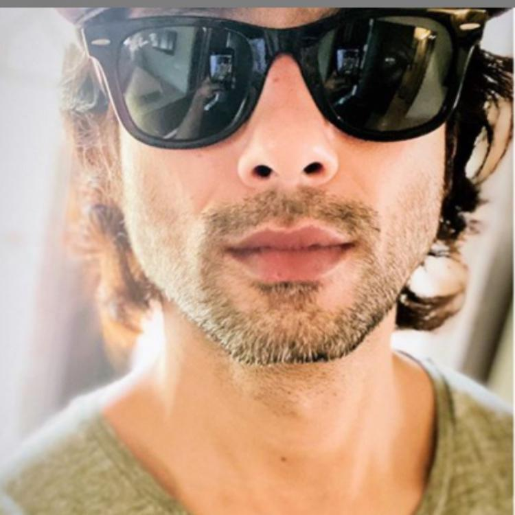 Shahid Kapoor begins the weekend with a close up selfie but his look in cool shades and stubble makes us swoon