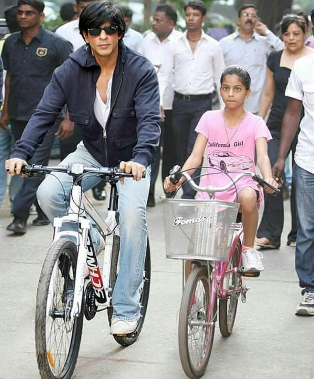 Shah Rukh Khan and Suhana Khan go on a bicycle ride in THIS throwback photo