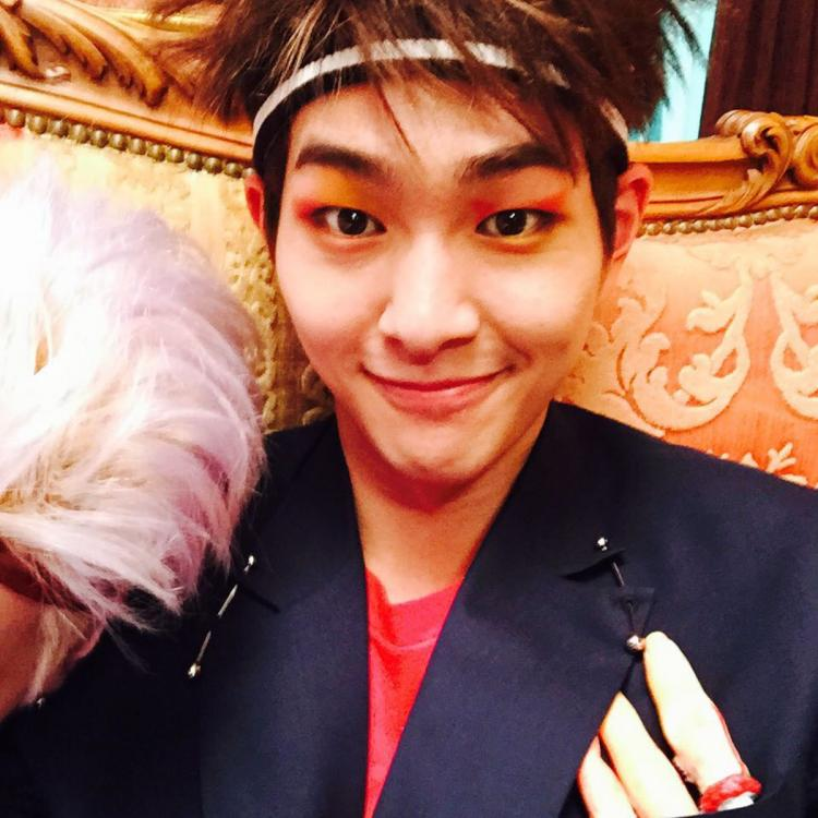SHINee leader Onew shares heartfelt letters after his official discharge; Shawols welcome Jinki with open arms