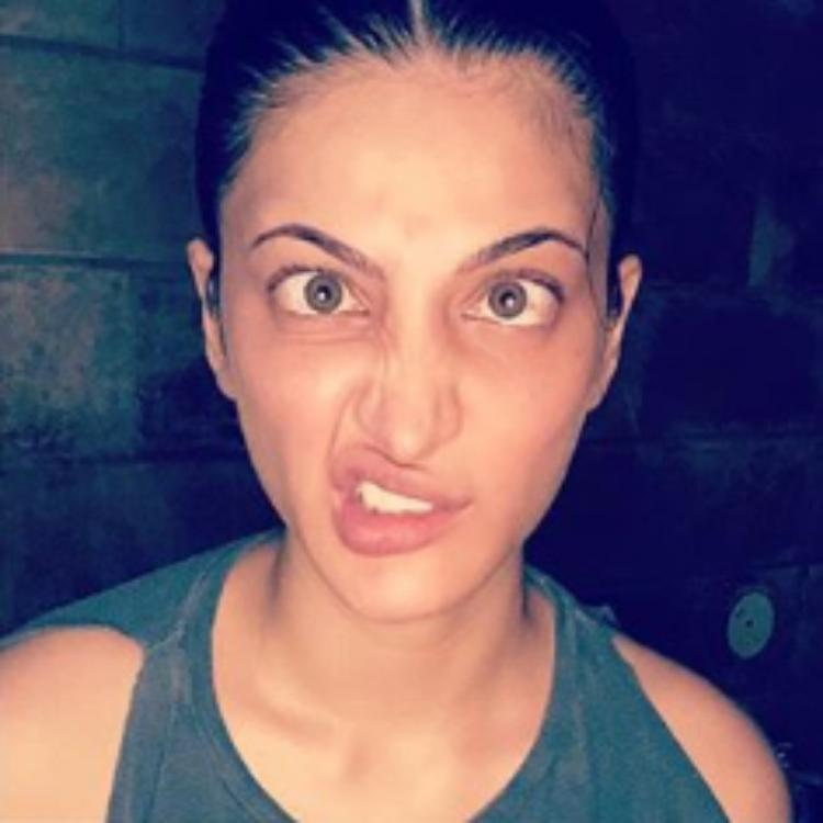 Shruti Haasan expresses her fleeting thoughts and mood through some goofy expressions; See PHOTOS