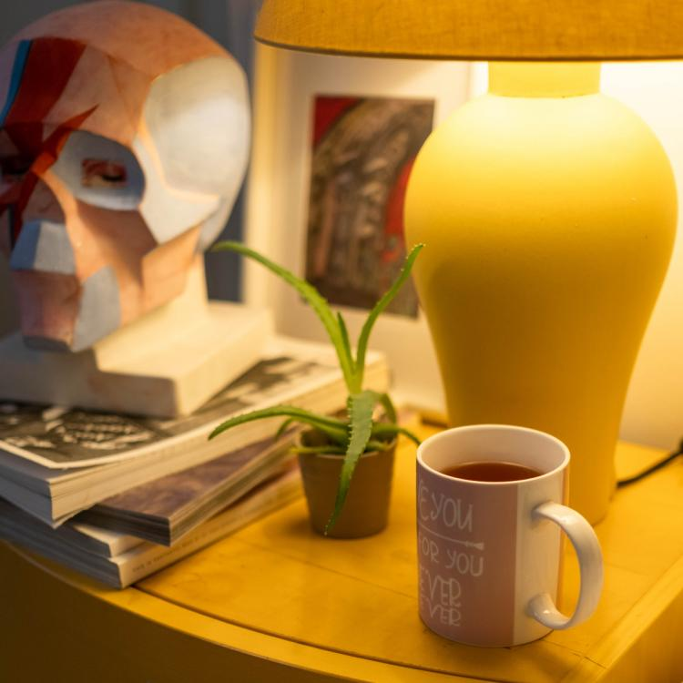 4 Essential items that you should always have on your bedside table