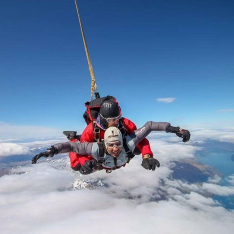 Sidharth Malhotra is day dreaming about skydiving but THIS is what he's actually doing & we can totally relate