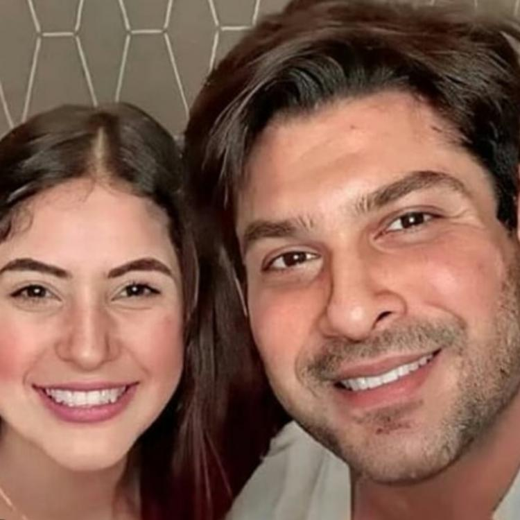 Sidharth Shukla's REACTION after fan asks him to kiss Shehnaaz Gill on cheeks will leave SidNaaz fans gushing