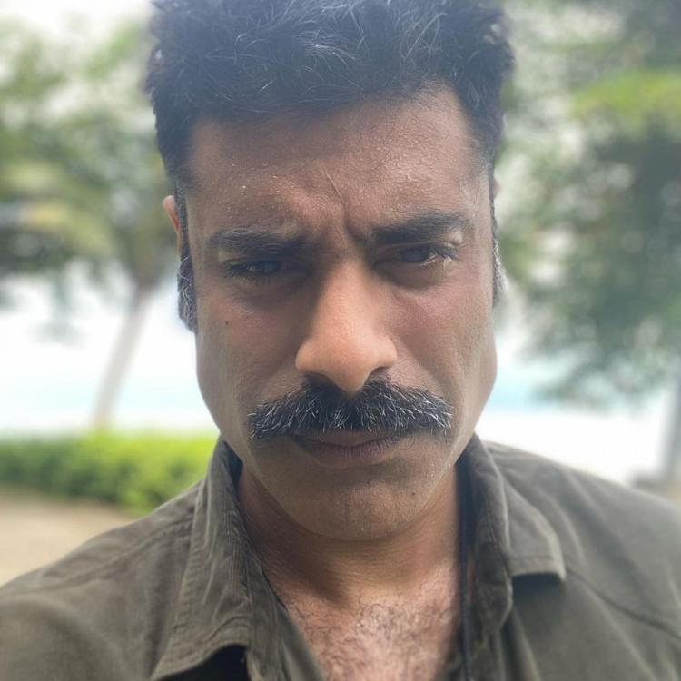 Sikander Kher shares a selfie asking for work.