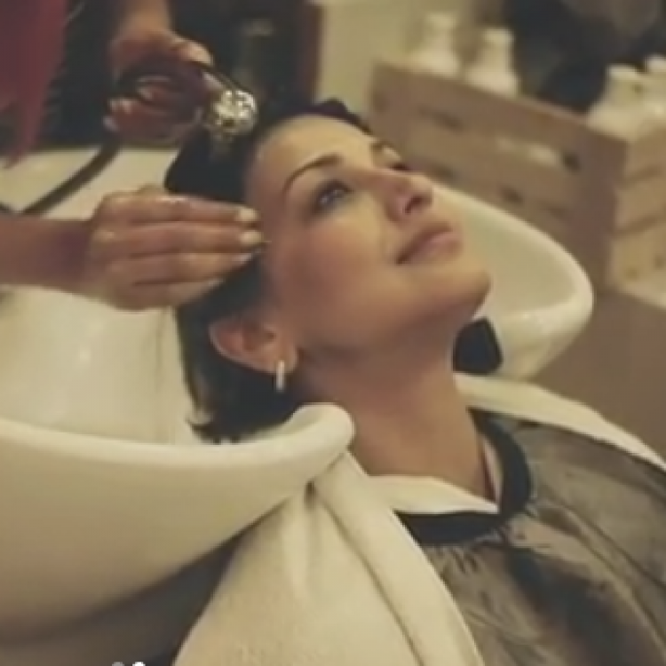 Sonali Bendre shares her makeover video after going bald; WATCH
