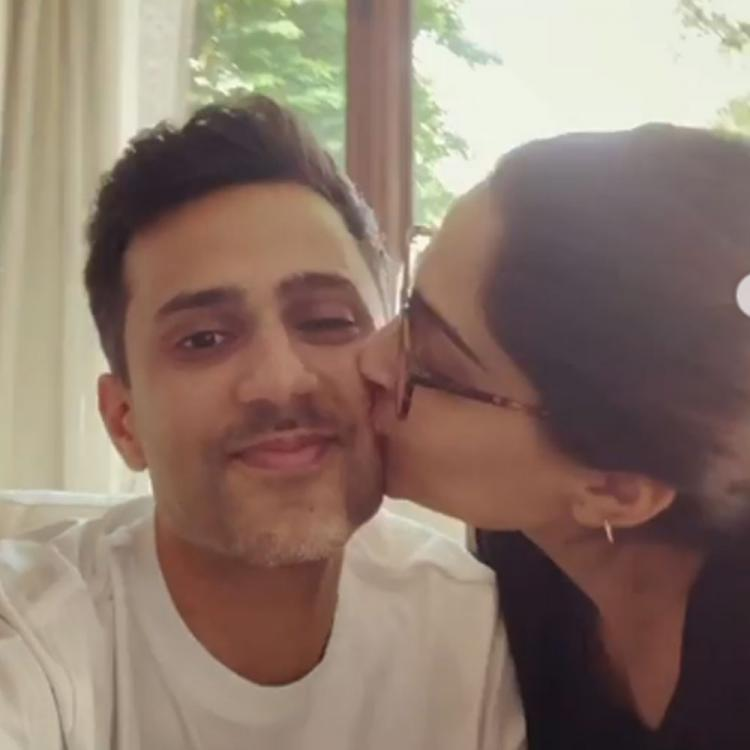 Anand Ahuja recreates a special moment of his relationship with wife Sonam Kapoor on their wedding anniversary