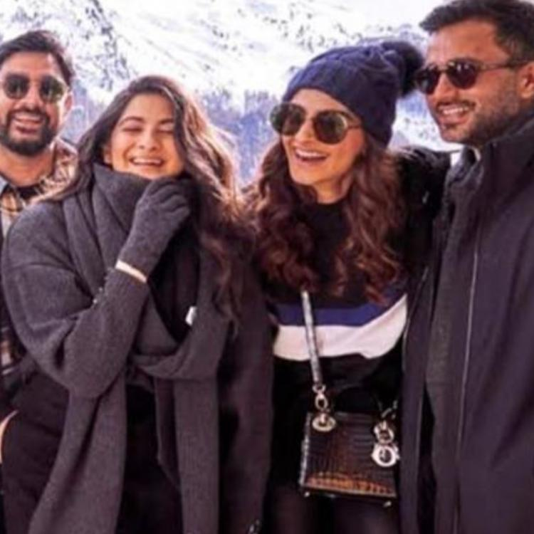 Sonam Kapoor looks elated as she posed with her 'Fam' Arjun Kapoor, Malaika Arora, Anand Ahuja; THROWBACK PIC