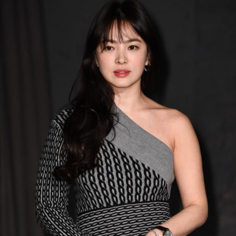 Song Hye Kyo supports Park Shin Hye and Yoo Ah In as she attends the premiere of #ALIVE; See Pic
