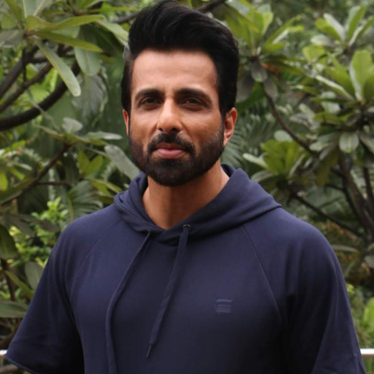 Sonu Sood defends himself with screenshots on Twitter