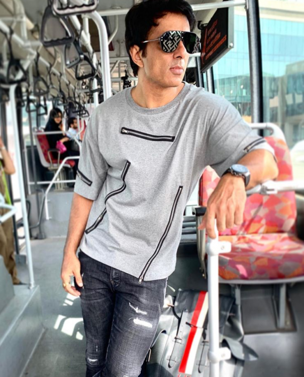 Sonu Sood's gesture as he promises a man to take him to his native for wife's last rites will melt your heart