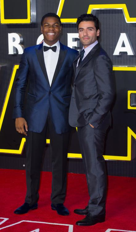 Star Wars actor Oscar Isaac wanted there to be a romantic relationship between Poe Dameron and Finn.