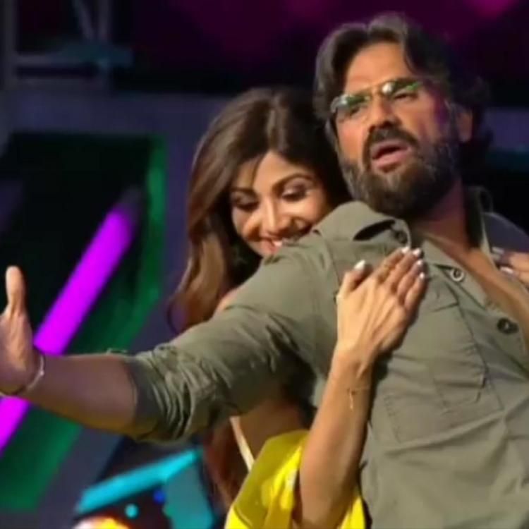 WATCH Sunil Shetty and Shilpa Shetty Kundra re-enact a scene from their film Dhadkan on the stage of Super Dancer