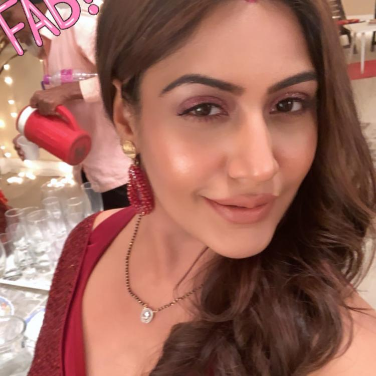 Sanjivani star Surbhi Chandna looks flawsome in a red saree as she poses for a quick selfie during shoot