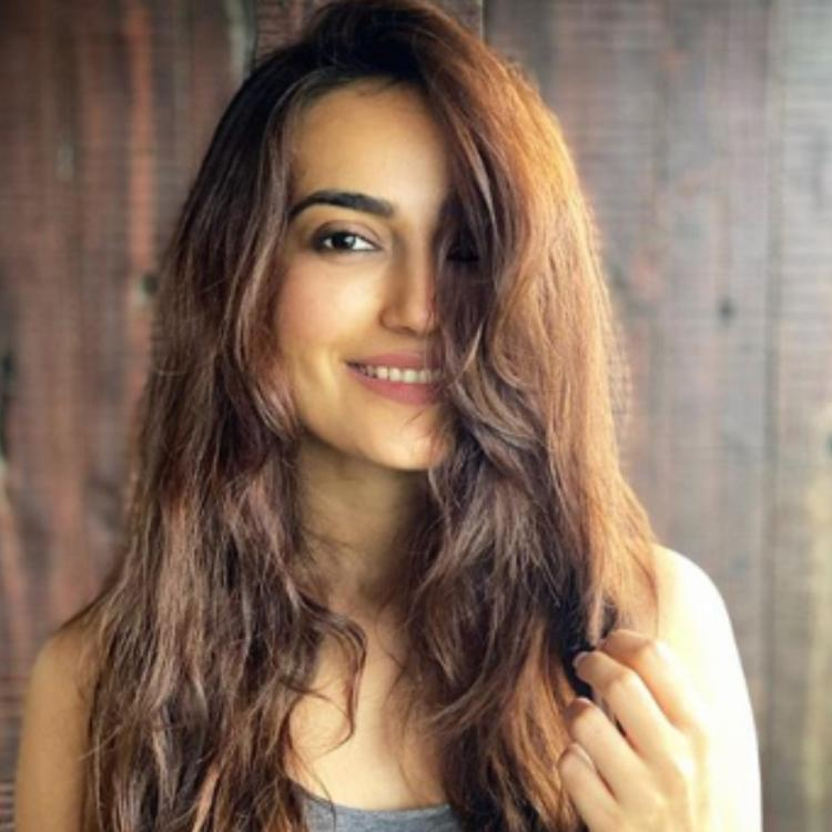 Surbhi Jyoti looks pretty as she flaunts her messy hair and goes sans makeup in a new PHOTO