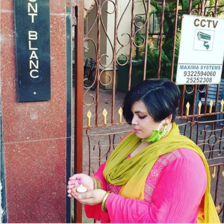 Sushant Singh Rajput's sister seeks justice as she shares PIC of fan lighting diya outside actor's residence