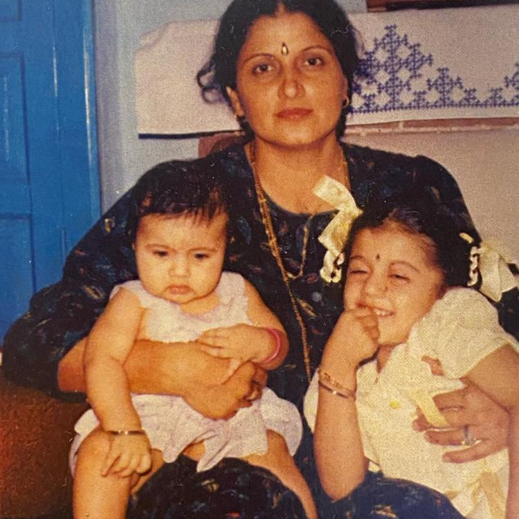 Taapsee Pannu shares a childhood photo with mother, sister and reveals her constant and consistent expression