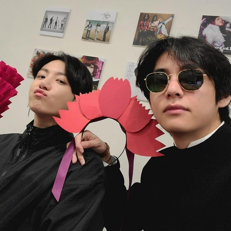 BTS' Jungkook and Taehyung post a selfie after three years, after their Parents' Day VLive in August, 2020
