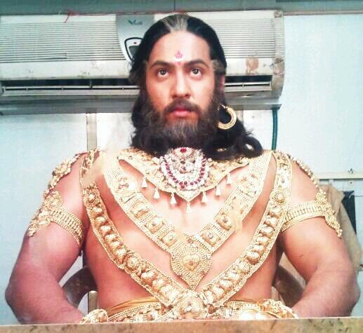 Mahabharat: This Dhritrashtra goes gymming with Nakul, parties hard with Vidur and Krishna! (View Pics) 2