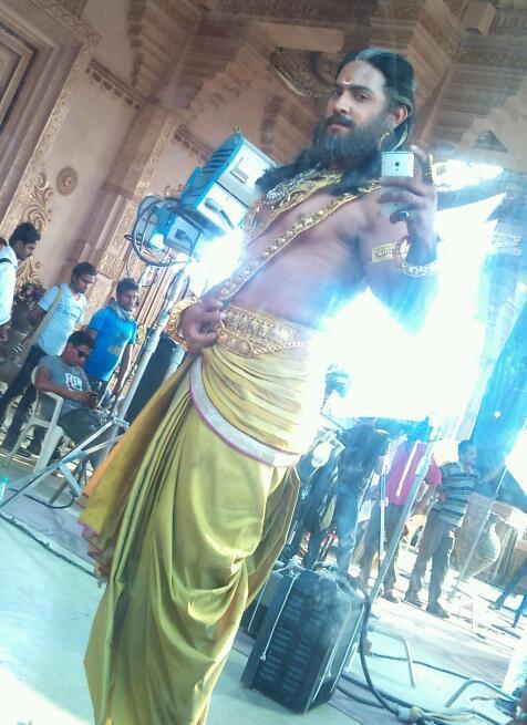 Mahabharat: This Dhritrashtra goes gymming with Nakul, parties hard with Vidur and Krishna! (View Pics) 0
