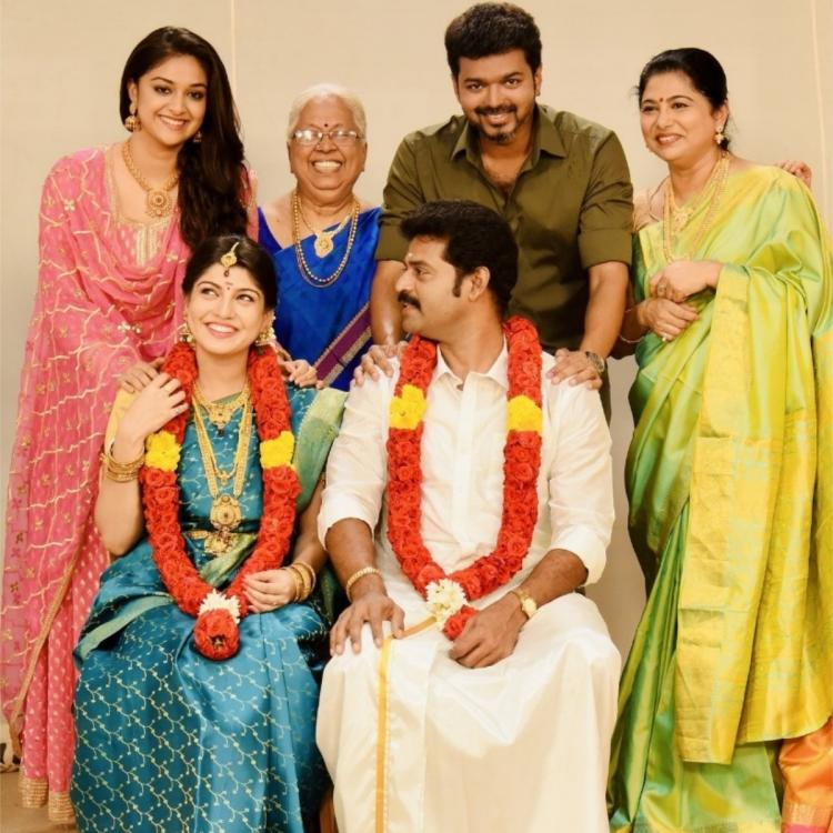 Thalapathy Vijay and Keerthy Suresh's unseen PHOTO from Sarkar takes over the internet