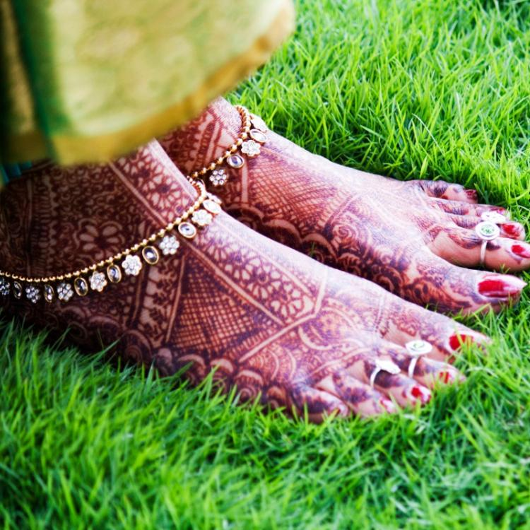 THESE are the things to keep in mind for your foot mehndi in wedding