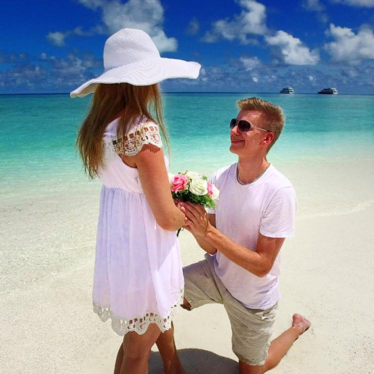 Thinking to propose your girlfriend for marriage? 4 signs to help you to make sure