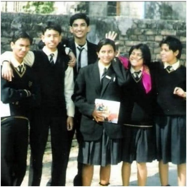Throwback Tuesday: Sushant Singh Rajput's picture with family from his younger days will make you emotional