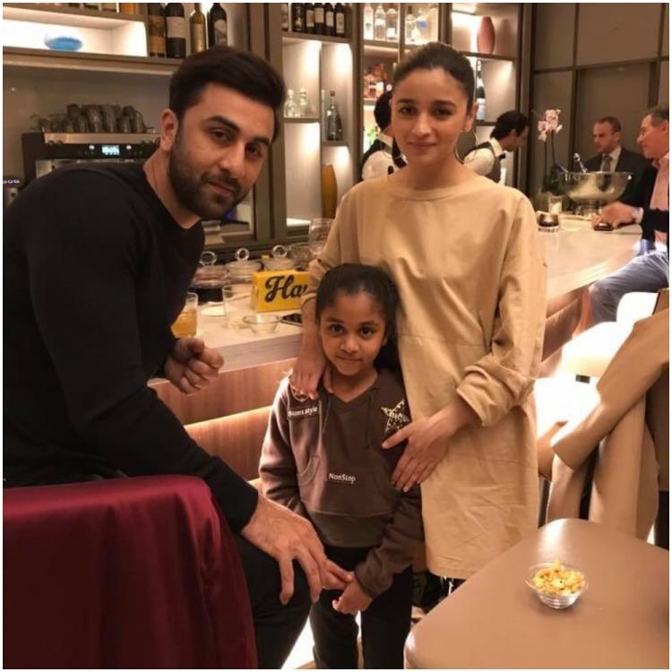 Throwback: When Ranbir Kapoor and Alia Bhatt obliged a little fan for a photo while shooting for Brahmastra